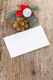 Composición de la Navidad en la madera con la tarjeta vacía Imagen de archivo