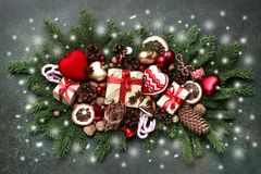 Composición de la Navidad hecha de los juguetes y de festi de la Navidad del vintage Fotografía de archivo libre de regalías