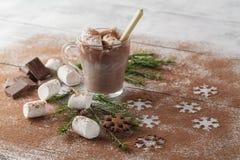 Composición de la Navidad o del Año Nuevo con el cacao, melcochas, cocinero Imágenes de archivo libres de regalías