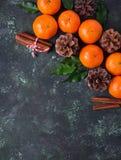 Composición de la Navidad o del Año Nuevo con las mandarinas Imagenes de archivo