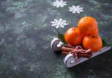 Composición de la Navidad o del Año Nuevo con las mandarinas Foto de archivo