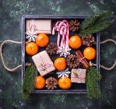 Composición de la Navidad o del Año Nuevo con las mandarinas Fotografía de archivo libre de regalías