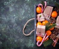 Composición de la Navidad o del Año Nuevo con las mandarinas Imagen de archivo