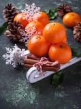 Composición de la Navidad o del Año Nuevo con las mandarinas Fotografía de archivo