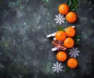 Composición de la Navidad o del Año Nuevo con las mandarinas Fotos de archivo