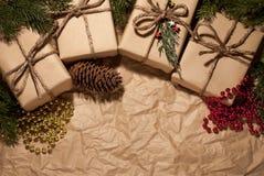 Composición de la Navidad, regalos en retro imagen de archivo