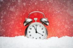Composición de la Navidad Tarjeta de felicitación para el cl de la alarma del reloj del Año Nuevo Fotografía de archivo libre de regalías