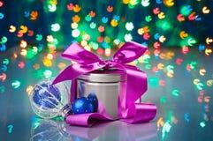 Composición de las decoraciones de la Navidad con el rectángulo de lujo Fotos de archivo libres de regalías