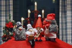 Composición de las estatuillas de la Navidad Imágenes de archivo libres de regalías