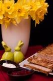Composición de los alimentos de la coronilla de Pascua Fotos de archivo libres de regalías
