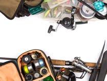 Composición de los aparejos de pesca en mirada del marco del top Imagen de archivo