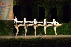Composición de los bailarines de Montenegro en el festiva del folclore Fotos de archivo