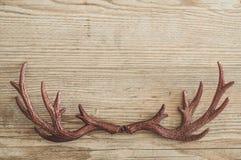 Composición de los días de fiesta de la Navidad en el fondo de madera blanco con el espacio de la copia para su texto fotos de archivo libres de regalías