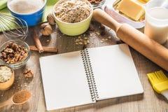 Composición de los ingredientes de la hornada para las galletas de harina de avena Imagen de archivo