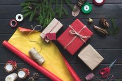 Composición de los regalos de la Navidad Fotografía de archivo libre de regalías