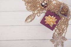 Composición de oro roja de la magia de Toy Decor Star Ball Gift del árbol de abeto del día de fiesta de la Feliz Navidad Foto de archivo