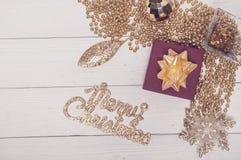 Composición de oro roja de la magia de Toy Decor Star Ball Gift del árbol de abeto del día de fiesta de la Feliz Navidad Fotos de archivo
