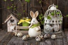 Composición de Pascua con el conejo y los huevos Imágenes de archivo libres de regalías