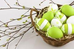 Composición de Pascua con los huevos Imagenes de archivo
