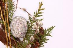 Composición de Pascua con los huevos de codornices Imagen de archivo
