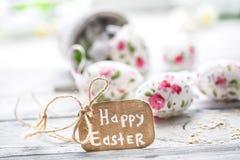 Composición de Pascua con los huevos en un cubo Imágenes de archivo libres de regalías