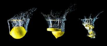 Composición de tres limones que caen en el primer del agua, macro, agua del chapoteo, burbujas, fondo aislado, negro De gran tama Fotos de archivo