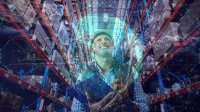 Composición de Warehouse del hombre en el almacén combinado con la animación de la tierra conectada almacen de video