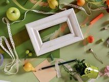 Composición decorativa de frutas, decoración, verdes del otoño Imágenes de archivo libres de regalías