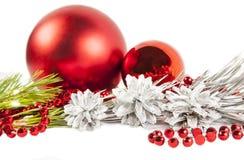 Composición del Año Nuevo con el árbol de abeto y las bolas rojas Imagen de archivo