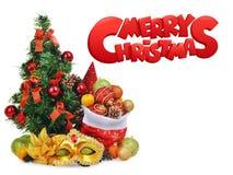 Composición del Año Nuevo con el árbol de navidad, bolso de Papá Noel por completo de juguetes y máscara del carnaval Foto de archivo