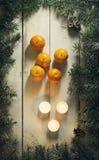 Composición del Año Nuevo de la Navidad con las mandarinas Visión superior Imágenes de archivo libres de regalías