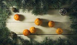 Composición del Año Nuevo de la Navidad con las mandarinas Visión superior Imagen de archivo libre de regalías