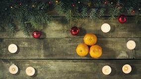 Composición del Año Nuevo de la Navidad con las mandarinas Visión superior Imagenes de archivo