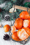 Composición del Año Nuevo en cesta con los mandarines Fotografía de archivo libre de regalías