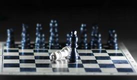 Composición del ajedrez en el tablero El concepto de victoria imagen de archivo libre de regalías