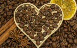 Composición del anís, de los granos de café y del canela imágenes de archivo libres de regalías