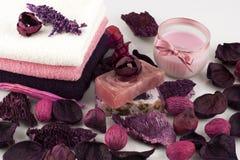 Todavía vida con la vela y el jabón natural Imagen de archivo libre de regalías