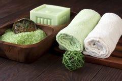 Composición del balneario con las toallas y el jabón Imagen de archivo