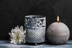 Composición del balneario con las velas encendidas Foto de archivo