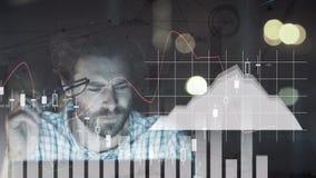 Composición del hombre rodeada por precios de las acciones y gráficos