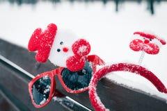 Composición del invierno con los accesorios de la Navidad Foto de archivo