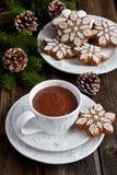 Composición del tiempo de la Navidad con las galletas Fotografía de archivo