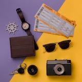 Composición del verano de artículos que viajan Fotografía de archivo