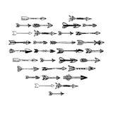 Composición dibujada del corazón de las flechas de la mano negra Foto de archivo