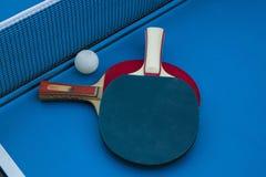 Composición en la tabla del tenis Imágenes de archivo libres de regalías