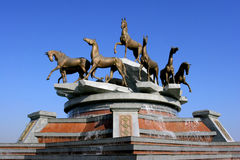 Composición escultural a ayunar caballos Imágenes de archivo libres de regalías