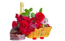 Composición festiva con las rosas en un fondo blanco Fotografía de archivo libre de regalías