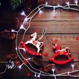 Composición festiva de la Navidad en fondo de madera Foto de archivo libre de regalías