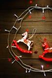 Composición festiva de la Navidad en fondo de madera Fotografía de archivo