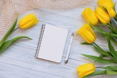 Composición festiva de la primavera Endecha plana fotografía de archivo
